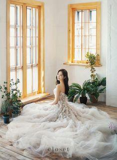 Korean Wedding, Ulzzang Girl, Couple Photography, Wedding Photos, Photoshoot, Couples, Wedding Dresses, Fashion, Marriage Pictures