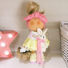 Соскучалась я по куколкам в отпуске❤️Эта лимонная красавица уже должна была добраться до дома. . В НАЛИЧИИ есть 2 куколки-со скидкой Доставка по всему миру . . __________________________________________ #tatiananedavnia #tilda #wedding #pink #pillow #МК #decor #fabrik #handmad #knitting #love #cotton #baby #кукла #шитье #выставка #шеббишик #пупс #платье #подарок #праздник #работа #ручнаяработа #сделайсам #своимируками #ткань #тильда #интерьер #интерьернаяигрушка #интерьернаякукла