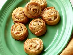 Ham and Cheese Pinwheels Recipe : Sandra Lee : Food Network - FoodNetwork.com Except use homemade pizza dough instead.