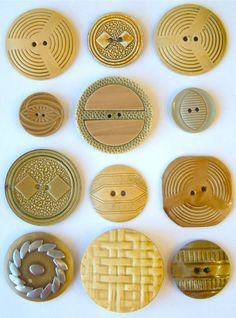 12 Vintage Cream Pressed Wafer Art Deco Celluloid Buttons, 22mm-39mm.