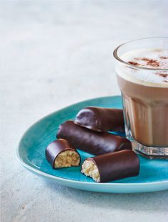 Vores marcipan stænger består af en god portion mandler og 70 % mørk, belgisk chokolade #karenvolf #kager #studentergilde