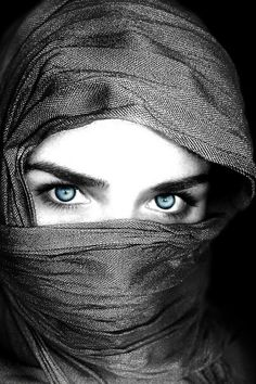 Muslim woman- BEAUTIFUL. She looks like she has so much to say...... (I may or may not have a book coming out soon about this....)