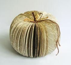 Paperilla -lehti - Askartelua paperista: Halloween-kurpitsa vanhasta kirjasta