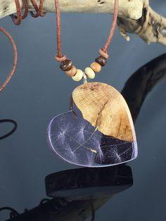 Ein persönlicher Favorit aus meinem Etsy-Shop https://www.etsy.com/de/listing/558385784/heart-wood-resin-necklaceherz-harz-holz