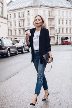 Blazer, Balmain H&M t-shirt, fringed jeans, Chanel bag and pumps.