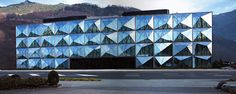 love the faceted glass facade concept. Still a little bit to structured for my taste...?