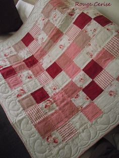 So sweet. I like the heart quilting on the border. It makes the sweetheart theme of this quilt!