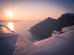 Luxury Suites Santorini combines a world of beauty and tradition! Imerovigli Santorini, More, Beautiful Sunset, Luxury Living, Paths, Greece, Island, Building, Greece Country