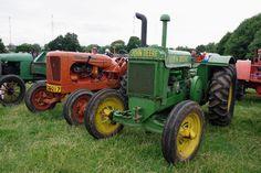 Vintage Tractors, Old Tractors, Vintage Farm, John Deere Equipment, Heart Of America, Farm Gardens, Boundaries Quotes, Farms, Homestead