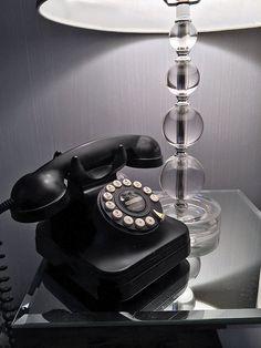 Ken et sa Belle de New York House Tour Retro Phone, Vintage Phones, Studio Living, Light Therapy, Modern Glass, Vintage Glamour, Our Lady, Home Decor Bedroom, Decoration