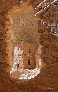 Butler Wash Anasazi ruins - Cedar Mesa, Utah...