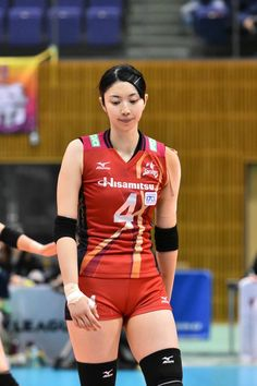 Female Volleyball Players - Her Crochet Volleyball Poses, Girls Volleyball Shorts, Female Volleyball Players, Women Volleyball, Beach Volleyball, Cute Asian Girls, Beautiful Asian Girls, Gymnastics Pictures, Yoga Pants Girls