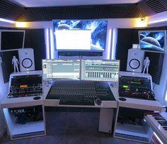 New Music Studio Desk Pictures Ideas Studio Desk Music, Home Recording Studio Setup, Home Studio Desk, Studio Build, Logic Pro X, Ableton Live, Sound Studio, Facebook, Studio Photos