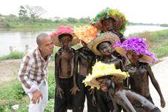 Los bailarines con el Secretario de Cultura de Santa Lucía