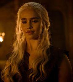 Deanerys Targaryen, Game Of Thrones Dress, Harry Potter School, Emilia Clarke Daenerys Targaryen, Z Book, Royal Queen, Mother Of Dragons, Khaleesi, Badass Women
