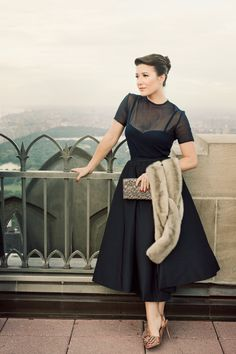 Perfectly styling for this timelessly lovely black cocktail dress. #vintage #fashion #LBD dress
