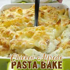 Chicken Alfredo Bake - Cheesy, white sauce chicken Parmesan pasta is delicious, warm comfort food for cold winter nights! #chicken #alfredo #pasta