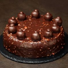 "This is ""Torta Bacio"" by Al.ta Cucina on Vimeo, the home for high quality videos and the people who love them. Delicious Cake Recipes, Easy Cake Recipes, Yummy Cakes, Sweet Recipes, Dessert Recipes, Yummy Food, Bon Dessert, Torte Cake, Chocolate Desserts"