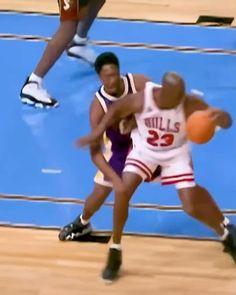Mvp Basketball, Basketball Videos, Basketball Pictures, Love And Basketball, Basketball Legends, Football, Michael Jordan Gif, Michael Jordan Pictures, Michael Jordan Basketball