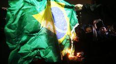 Ato contra a Copa tem 54 detidos em São Paulo___  Quinta manifestação contra o torneio de futebol tem confronto com a tropa de choque após um grupo depredar agências bancárias e estação de metrô____http://veja.abril.com.br/noticia/brasil/ato-pacifico-contra-a-copa-reune-mil-pessoas-em-sp