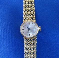 Montre Tecktron. En or 14k. Cadran beige avec bâtonnets et points pour les heures. Travail ouvert de fantaisie sur le bracelet Points, Bracelet Watch, Beige, Watches, Bracelets, Accessories, The Hours, Open Set, Fantasy