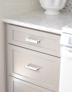Centsational Girl remodeled her grandmother's kitchen with Formica® Laminate Carrara Bianco with IdealEdge™. Click through to see the entire process! Kitchen Pulls, Kitchen Redo, Kitchen And Bath, New Kitchen, Kitchen Design, Kitchen Ideas, Condo Kitchen, Updated Kitchen, Kitchen Storage