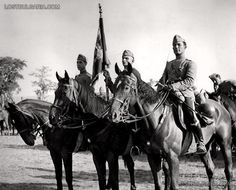 Standard of the Guard of His Majesty Cavalry Regiment in Varna before entering the South Dobrogea , September 17, 1940