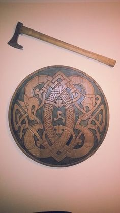 Viking axe and shield Viking Life, Viking Warrior, Viking Designs, Celtic Designs, Escudo Viking, Viking Culture, Armadura Medieval, Medieval Weapons, Norse Vikings