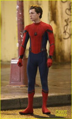 Full Sized Photo of tom holland spiderman queens hello kitty 05 Spiderman Kids, Amazing Spiderman, Spiderman Homecoming Suit, Homecoming Suits, Tom Holland Andrew Garfield, Tom Holland Peter Parker, Grunge Photography, Men's Toms, Spider Man