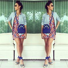 A blogueira @vanessa_mendes arrasou na escolha de espadrille com print étnico e mini bag!