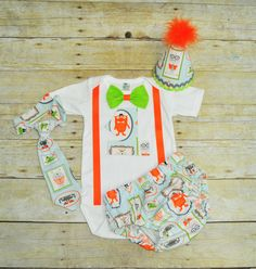 Monster cake smash outfit with party hat, Monster birthday, 1st 2nd 3rd  birthday, Monsters Shirt, Monster smash cake, 1st birthday outfit by RYLOwear on Etsy