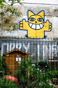 Monsieur chat - street art - Paris 11 - rue Chalet Bansky, Disney Characters, Fictional Characters, Urban, Paris, Unknown Soldier, Knight, Artists, Cats