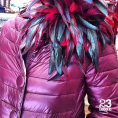 Vas a una fiesta? Vas a una cena? Sofistica tu plumas. Broche / tocado de plumas en #23CB en Lagasca 83. www.facebook.com/23CBCristinaBarrilero