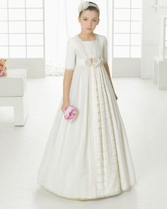 First Communion dress. Rosa Clará 2016 First Communion Collection. Girls Baptism Dress, Girls First Communion Dresses, Little Girl Dresses, Flower Girl Dresses, Girls White Dress, Junior Bridesmaid Dresses, Dresses For Sale, Marie, Girl Outfits