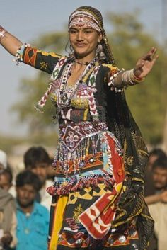 Traditional Costumes Of Rajasthan Aztec Culture, Costumes Around The World, Fashion Models, Fashion Outfits, Tribal Dress, India Colors, Gypsy, Belly Dance Costumes, Portraits