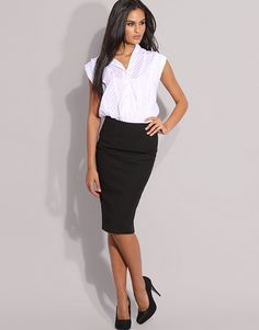 Black pencil skirt-classic and stylish. Pencil skirts are fantastic and you can wear them all year long! Fashion Mode, Work Fashion, Skirt Fashion, Office Fashion, Pencil Skirt Outfits, Pencil Skirts, White Short Sleeve Blouse, Look Formal, Professional Attire