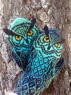 Ravelry: Owl Around pattern by Natalia Moreva - Mittens Knitted Mittens Pattern, Knitted Owl, Crochet Owls, Knit Mittens, Knitting Socks, Knitting Patterns, Crochet Patterns, Knitting Short Rows, Mittens