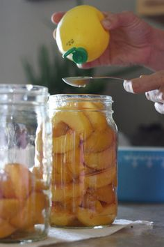 I love canning peaches but I don't like all they heavy syrup recipes out there. Here is a recipe for canning peaches no sugar involved at all! Jam Recipes, Fruit Recipes, Cooking Recipes, Cooking Ideas, Pressure Canning Recipes, Canning Tips, Pressure Cooking, Canning Peaches, Sauces