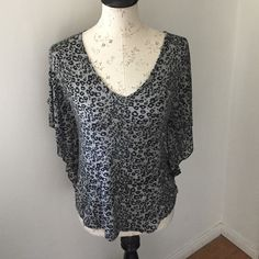 Cheetah Top Ladies dolman short sleeved blouse. Size M Tops Tees - Short Sleeve