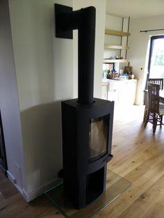 Aranżacja wnętrza domu z kominkiem wolnostojącym Ivo 2.0.