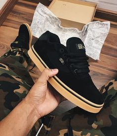 Shoes With Leggings Outfits Fashion Boots, Sneakers Fashion, Vans Shoes, Shoes Sneakers, Moda Sneakers, Fresh Shoes, Hype Shoes, Trendy Shoes, Girls Shoes