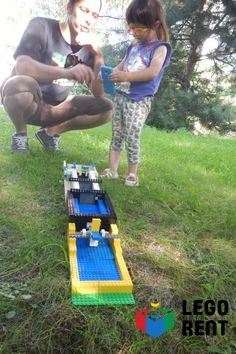 3 skvelé aktivity, na ktoré potrebujete len Lego a vodu. Picnic Blanket, Outdoor Blanket, Lego, Legos, Picnic Quilt