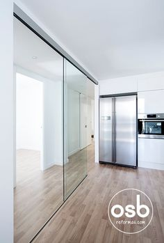 Busca imágenes de Cocinas de estilo minimalista: la reforma de Hugo y Eva. Encuentra las mejores fotos para inspirarte y crea tu hogar perfecto.