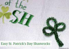 Easy St Patrick's Day Craft: Pipe Cleaner Shamrocks #stpatricksday