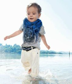 #blue #scarf #tshirt #grey #white #summer #beach