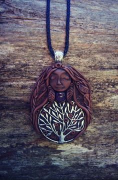 Tree of Life Goddess Necklace  OOAK  Handcrafted  Hand por TRaewyn