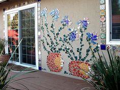 43 Creative DIY Garden Art Design Ideas And Remodel 8 garden Mosaic Wall Art, Tile Art, Mosaic Glass, Mosaic Tiles, Glass Art, Stained Glass, Mirror Mosaic, Mosaic Crafts, Mosaic Projects