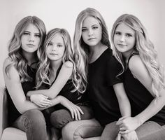 Sisters photos of children фотосессия Studio Family Portraits, Family Portrait Poses, Family Picture Poses, Family Posing, Family Photos, Sibling Photography Poses, Sister Photography, Sibling Poses, Family Portrait Photography