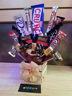 Candy Gift Baskets, Diy Gift Baskets, Candy Gifts, Diy Christmas Gifts For Friends, Unicorn Themed Birthday Party, Honey Shop, Diy Birthday Decorations, Candy Bouquet, Diy Crafts For Gifts