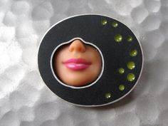 Polka Smile Brooch in black and green P-BRO-16